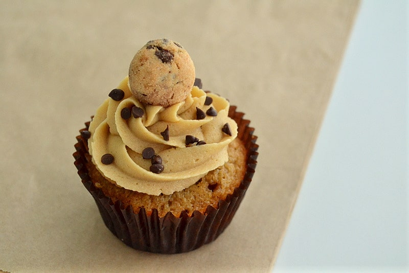 Chocolate_Chip_Cookie_Dough_Cupcakes