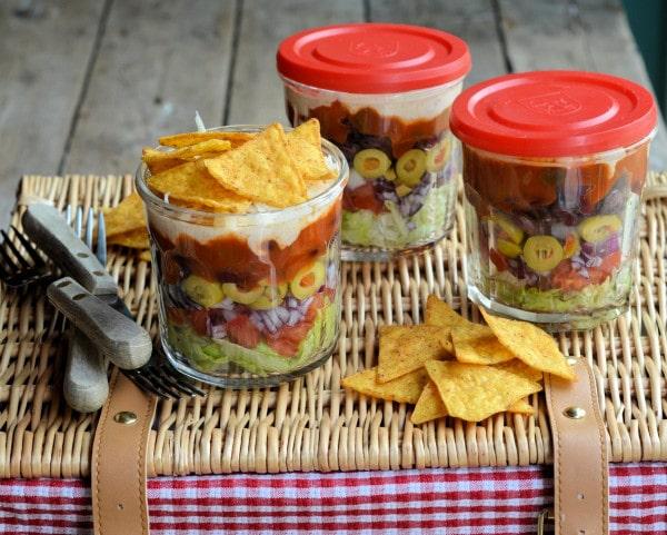 Layered_Picnic_Salads_in_a_Jar