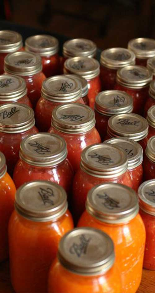 How To Can Your Own Tomatoes - Canning tomatoes is not all that hard. In a few simple steps, you can enjoy your homegrown tomatoes, months after the growing season is over!