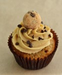 chocolate_chip_cookie_dough_cupcakes_thumb