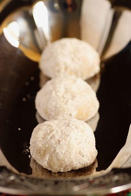 lemon_coconut_snowballs