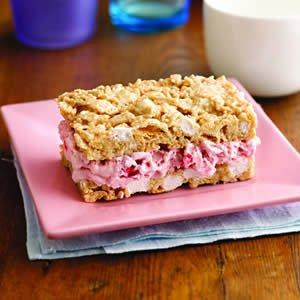 strawberry-marshmallow_crisp_ice_cream_sandwiches