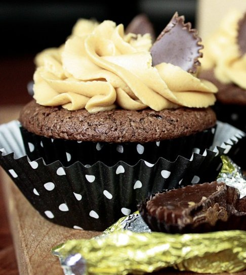 Chocolate Cupcakes with Peanut Butter Frosting - STL Cooks