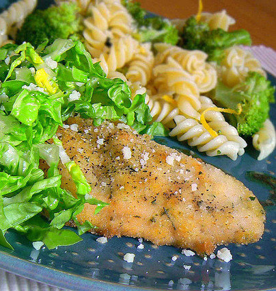 Parmesan_Crusted_Chicken_with_Broccoli_and_Fusilli