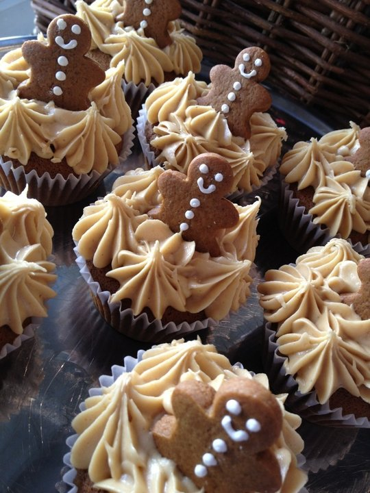 After making some gingerbread cookies, I thought they would look adorable on top of some gingerbread cupcakes.The molasses and ginger takes me back to Granny's kitchen and watching her bake. Such nostalgia.