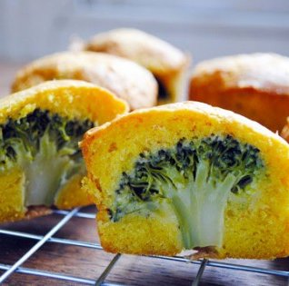 Look at these amazing little cupcakes — they each have a whole tree growing inside! OK, it's just broccoli, but wow — theseSavoury Broccoli Cakes are a great idea.