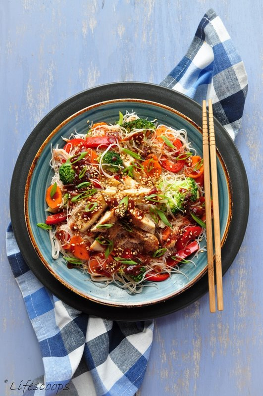 Vermicelli Rice Noodles With Stir Fried Chicken And Sriracha Soy Sauce Recipe Stl Cooks