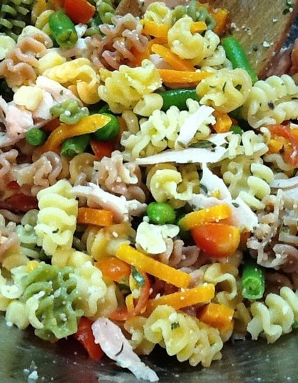 Tricolor_Pasta_with_Veggies_and_Turkey