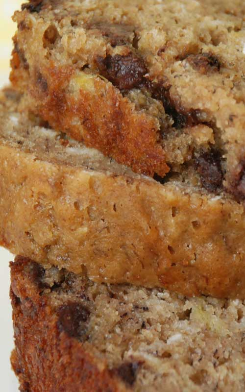 I love anything with bananas and chocolate in it! Some of my friends are visiting this weekend from out of town, and thisBanana Chocolate Chip Oatmeal Bread sounds like the perfect treat to have on hand.