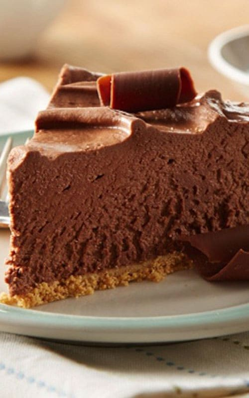 Delicious easy no-bake chocolate cheesecake that takes only 8 minutes to be ready. If you're a fan of dessert recipes or chocolate, this one is for you.