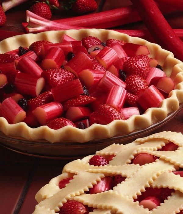 Strawberry Rhubarb Pie | STL Cooks