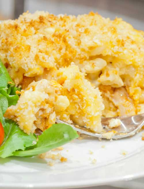 Recipe for Buffalo Chicken Mac and Cheese - Spicy, savory, crispy on top but gooey in the middle – just plain good. It's not healthy, but I'm of the opinion that macaroni and cheese was never intended to be health food, so why start trying to make it that way?