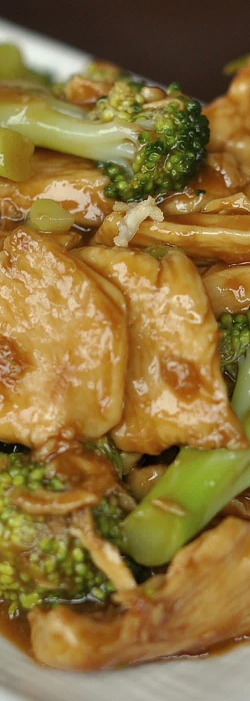 You can whip up thisChicken and Broccoli Stir Fry in almost the same amount of time that it takes to get takeout. It\'s easy to see why it is our most popular recipe. #chinese #chicken #dinnerideas #chinesefood